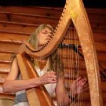 Patrice Haan playing her harp
